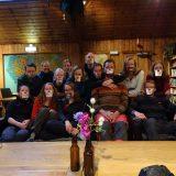 Een interessante groepsfoto in het hostel van Borrowdale (Peter Kok)