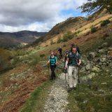 Wandelen langs een helling in het Lake District
