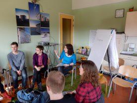 De opleiding tot reisbegeleider bestaat uit theorie en praktijk delen