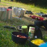 Op onze kampeerreizen koken we altijd op benzinebranders en de maaltijden vullen we aan met kruiden en waar mogelijk met lokale verse producten (Erwin Burema)