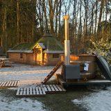 Dit winterse wandelweekend rond Winterswijk overnachten we in een Finse Kota en ontspannen in een zelfgestookte hottub