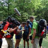 Op dit grote scoutingterrein gingen we wildkamperen, hier even overleg over waar we precies moesten zijn (Peter)
