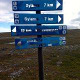 In het gebied van de Jämtlandstriangeln wordt er ook veel gelanglaufd zoals te zien op dit bord dat daarnaast ook de wandelroute naar Sylarna aanwijst (Seniorgirl123)